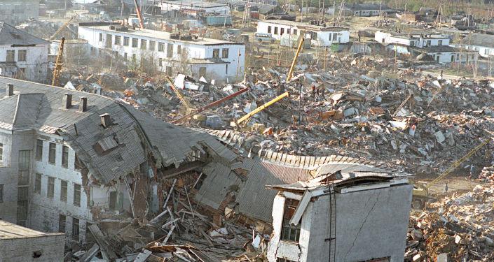 Il villaggio di Neftegorsk devastato dopo il terremoto