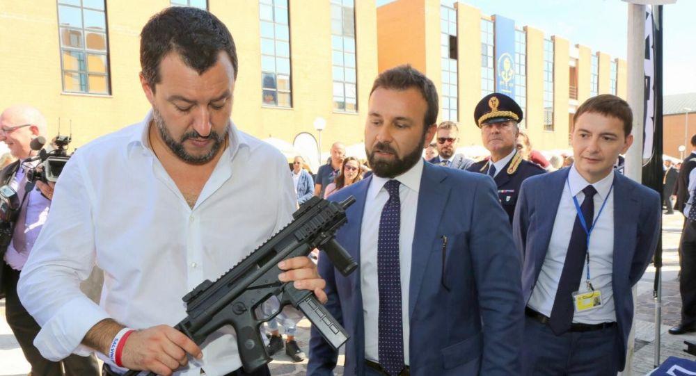 Salvini nella foto postata da Morisi