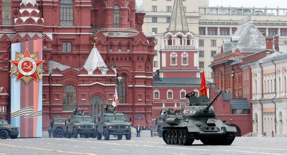 Il carro armato T-34-85 alla Parata della Vittoria 2019