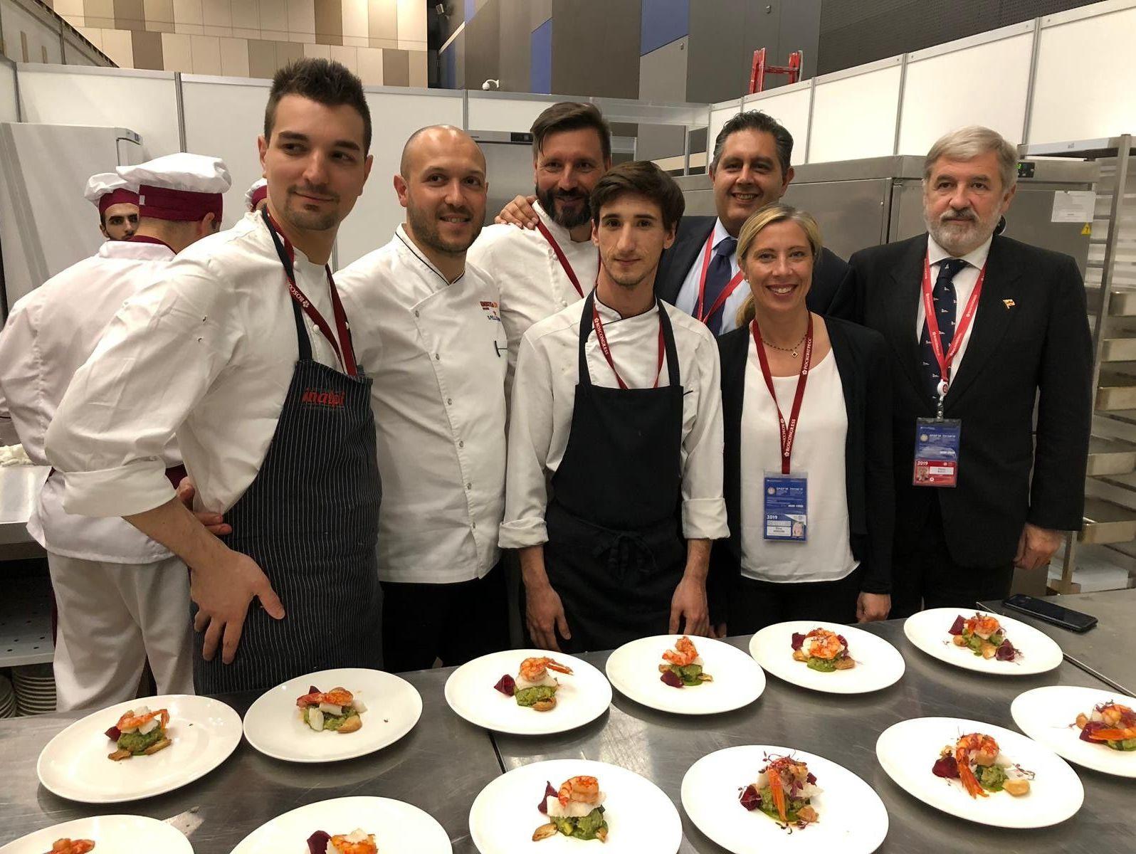Il sindaco di Genova Bucci ed il presidente della Regione Liguria Toti incontrano i cuochi del ristorante vip dello SPIEF 2019 Stella d'Italia