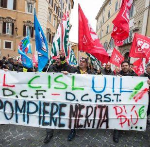 Manifestazione dei Vigili del Fuoco a Montecitorio, Roma