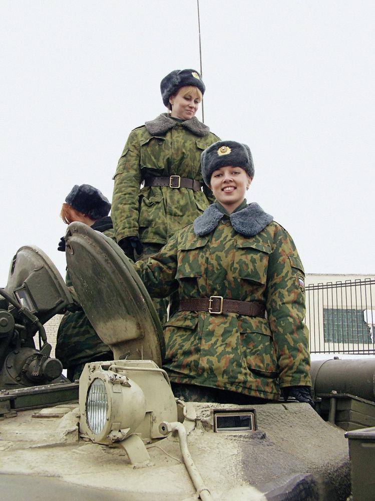 Rossetto e Kalashnikov: le donne dell'armata russa