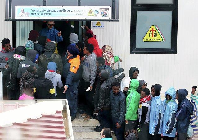 Centro di immigrazione a Lampedusa. 19 febbraio 2015.