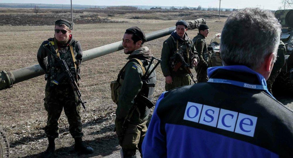 I membri della Missione Speciale di Monitoraggio di OSCE per Ukraina, il 27 Febbraio 2015
