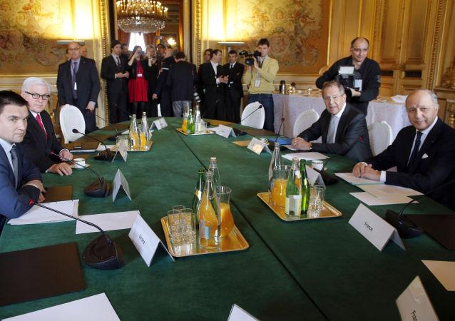 I ministri degli Esteri dei Quattro di Normandia a Parigi
