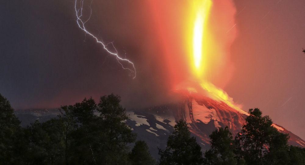 Eruzione del vulcano Villarica in Cile