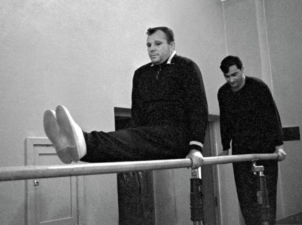 I cosmonauti Yuri Gagarin e Valery Bykovsky in palestra