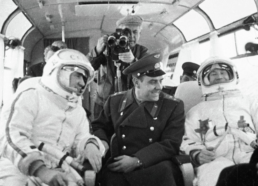 Pavel Belyayev e Vladimir Komarov ed Alexei Leonov