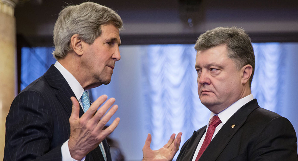 Presidente dell'Ucraina Petro Poroshenko e il segretario di Stato USA John Kerry