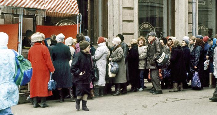 Fila in un negozio di Mosca nel 1991