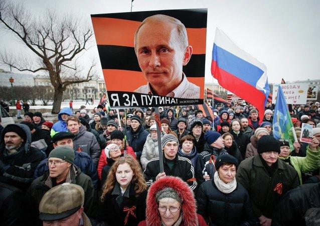 La popolarieta` di Vladimir Putin dopo la crisi ucraina e` rafforzata.