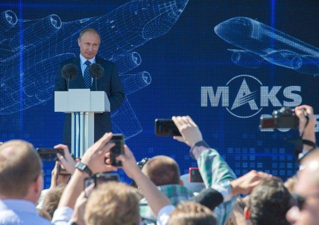 Vladimir Putin al salone aeronautico MAKS 2015