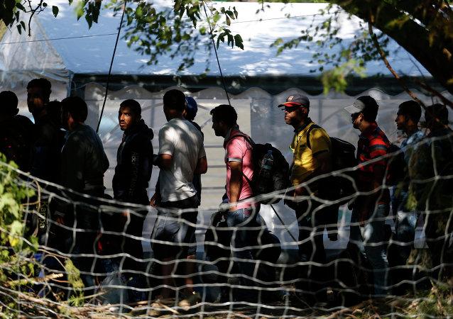 Migranti nella città serba di Presevo
