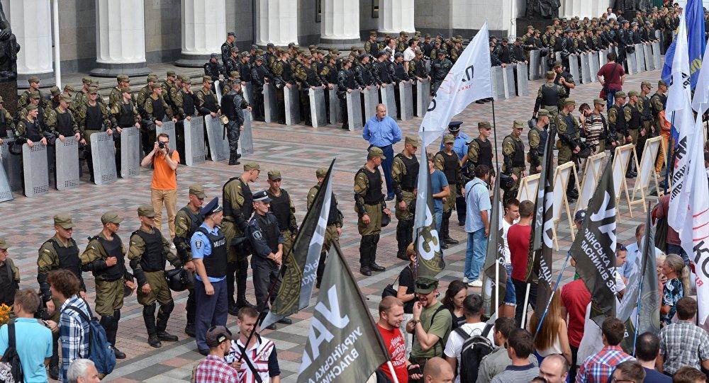 Proteste a Kiev davanti il Parlamento