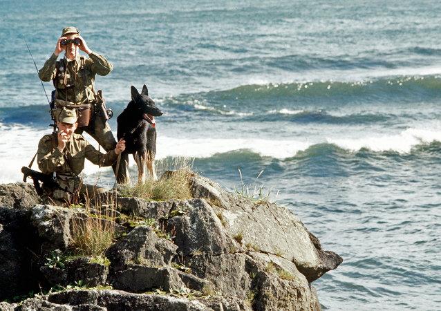 Polizia di frontiera russa alle Isole Curili