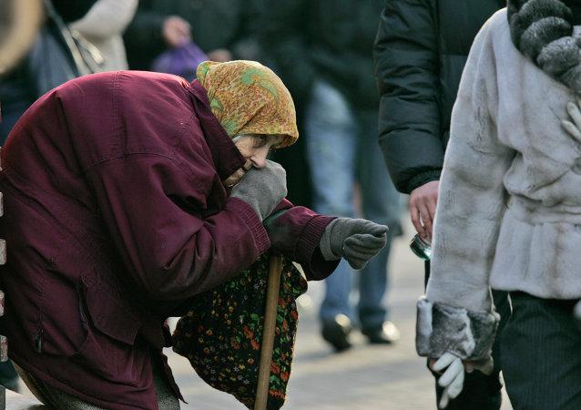 Mendicante in centro a Kiev