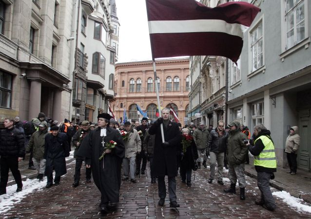 Il corteo di veterani di Waffen SS a Riga
