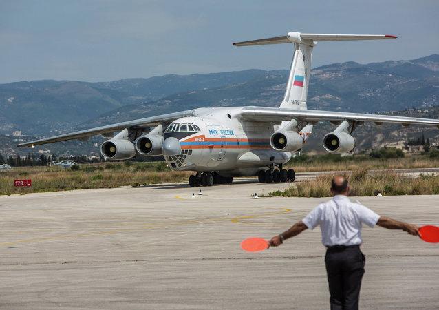 Aereo russo con aiuti umanitari in Siria (foto d'archivio)