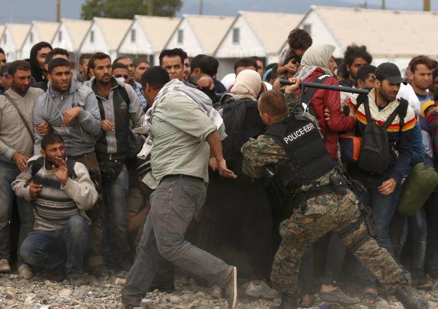 Polizia macedone, profughi