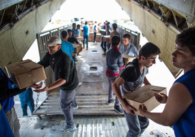 Gli aerei russi portano in Siria gli aiuti umanitari