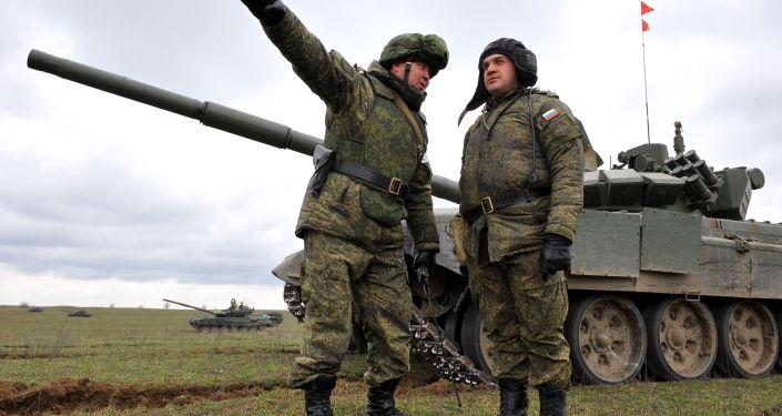 I militari russi durante le esercitazioni al confine con Cecenia