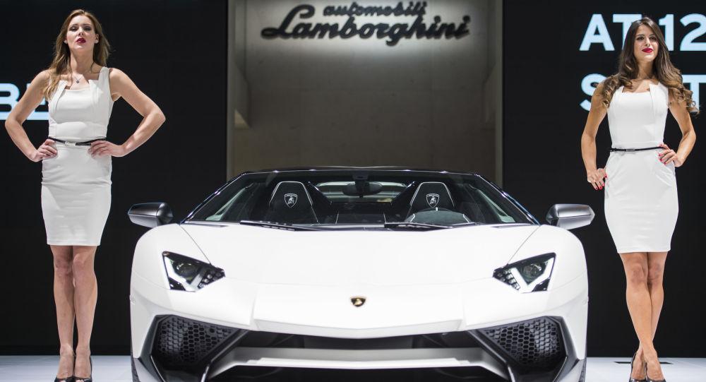 Una Lamborghini Aventador SV Roadster al Salone dell'Automobile di Francoforte