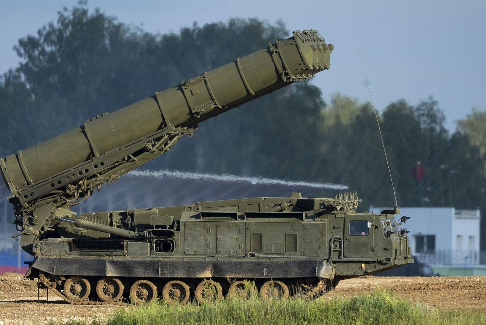 Il missile anti-balistico S-300VM Antey-2500 al Forum tecnico-militare internazionale Armija-2015.