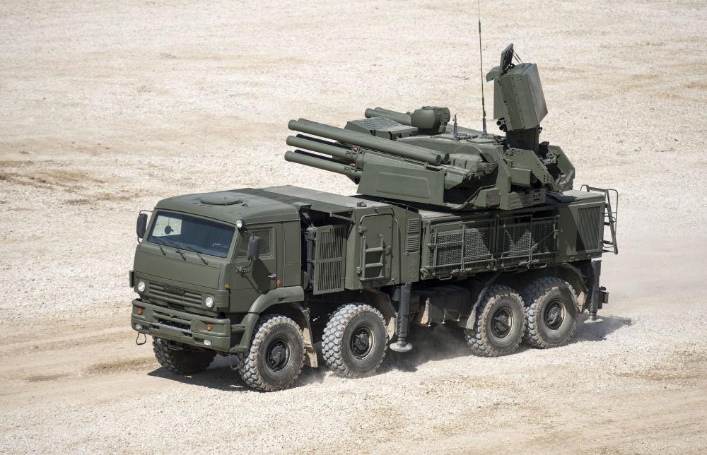Il missile antiaereo semovente Pantsir-S nel quadro delle preparazioni al forum tecnico-militare internazionale Armija-2015.