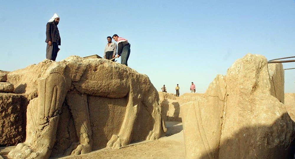 Le statue a Nimrud, la citta antica distrutta da jihadisti di ISIS