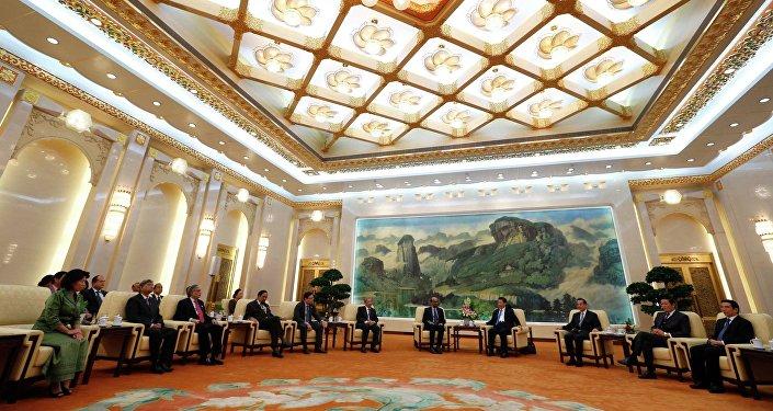 Il Presidente cinese Xi Jinping incontra gli ospiti della  Asian Infrastructure Investment Bank (AIIB) a Pechino