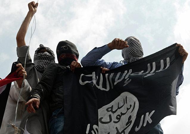 Obiettivo del raid jihadista e` stato il monastero di San Giorgio, nei pressi di Mosul.lL bandiere bandiere nere del califfato sostituite alle croci su diversi campanili della regione.