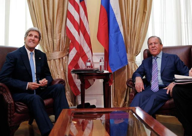 John Kerry e Sergey Lavrov