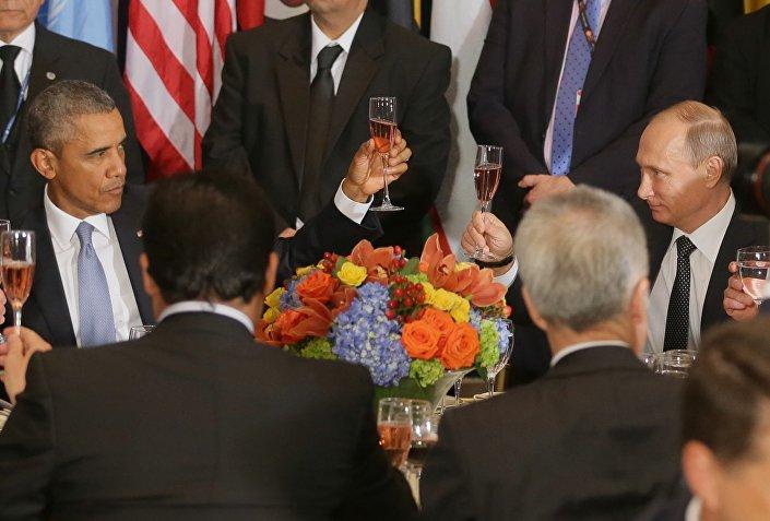 Vladimir Putin e Barack Obama brindano alla colazione ufficiale organizzata da Ban Ki-moon,