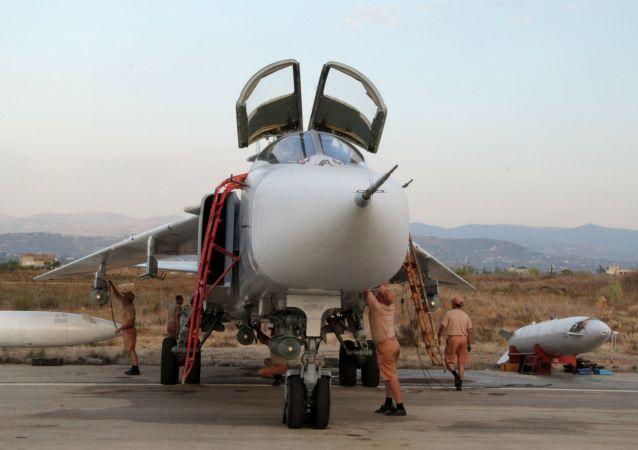Caccia russo Su-24 nella base di Hmeimim in Siria