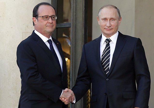 Con presidente francese in carica Hollande Putin aveva discusso la situazione in Donbass. Quali temi saranno in centro d`incontro con ex-presudente Sarkozi?