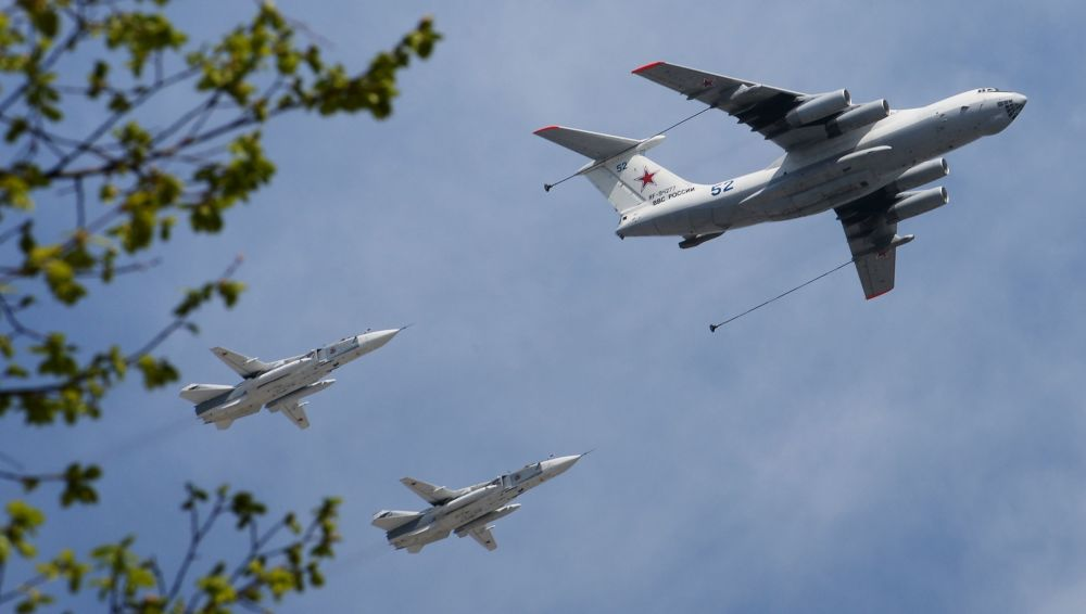 L'aerorifornitore Il-78 e i caccia del fronte Su-24