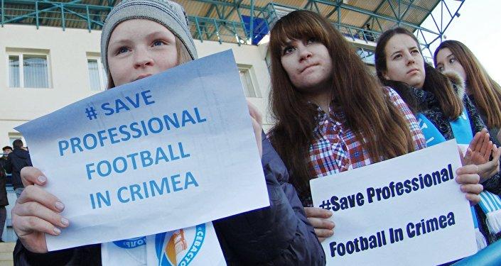 Crimea, manifestazione contro la decisione dell Uefa che non riconosce l'adesione della Penisola alla Russia