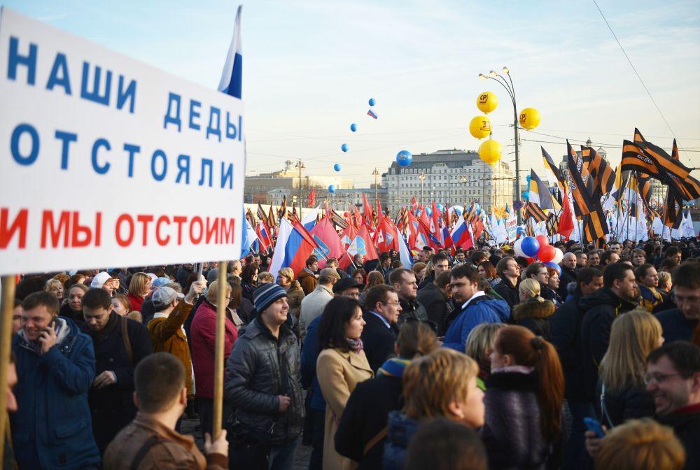Un momento del concerto-comizio dedicato al primo anniversario dell'adesione della Crimea alla Russia.