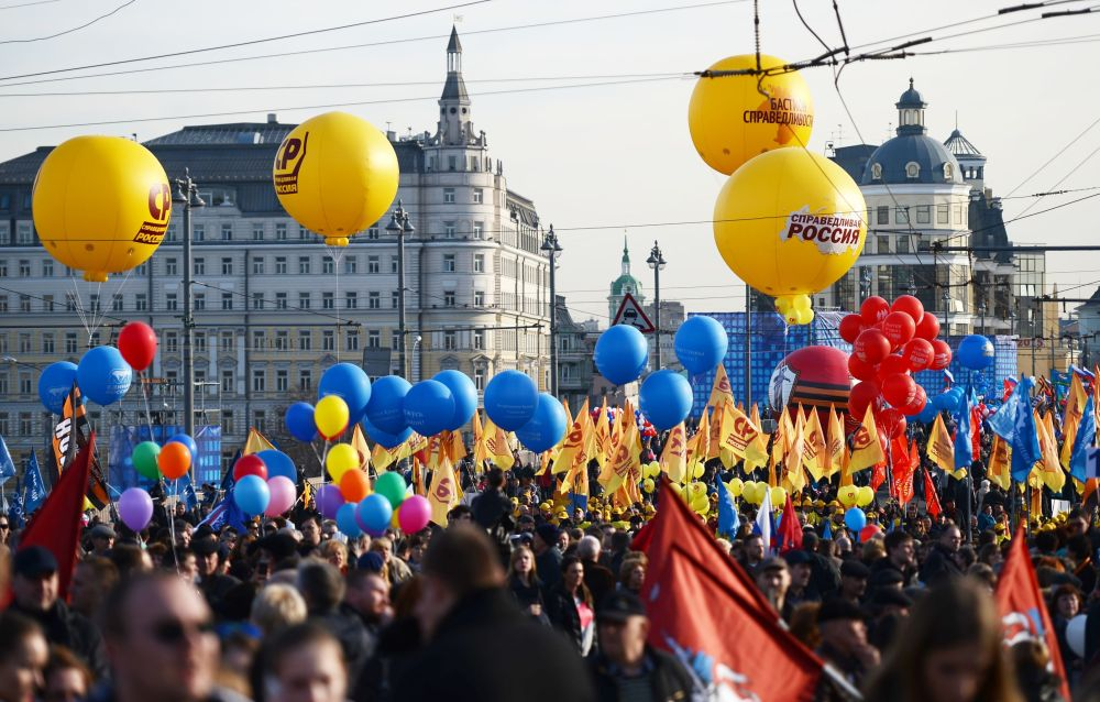 Palloncini colorati al concerto-comizio dedicato al primo anniversario dell'adesione della Crimea alla Russia.
