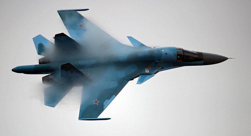 Caccia russo Su-34 in volo (foto d'archivio)