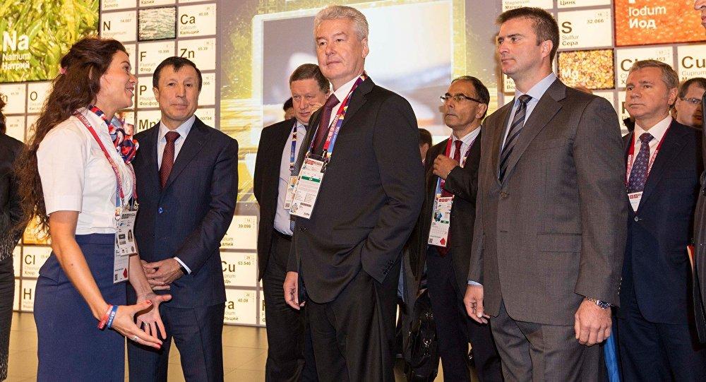 Il sindaco di Mosca Sobyanin insieme a Sergey Bondarenko, direttore del padiglione russo