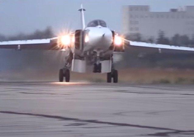I caccia Su-24 partono dalla base di Hmeimim