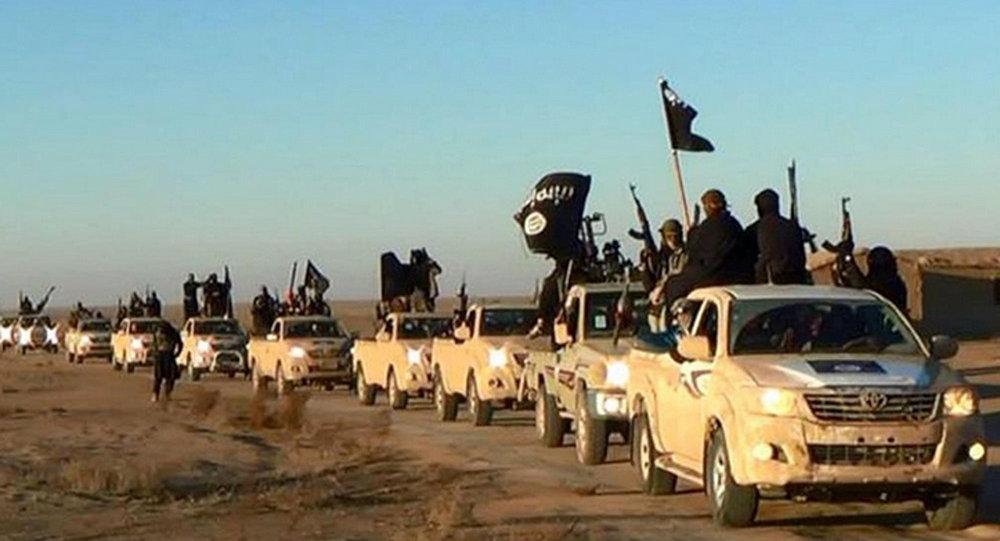 Colonna di combattenti del Daesh (foto d'archivio)