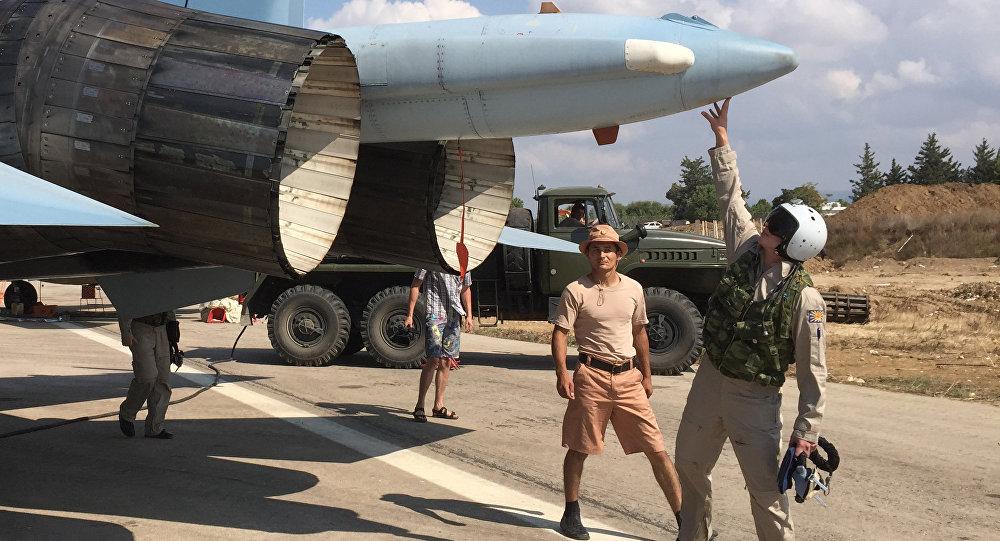 Caccia russo Su-30 alla base di Hmeimim in Siria