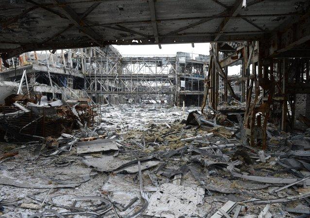 Aeroporto di Donetsk distrutto dai combattimenti