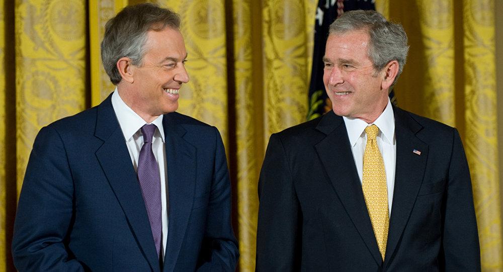 Tony Blair e George W. Bush (foto d'archivio)