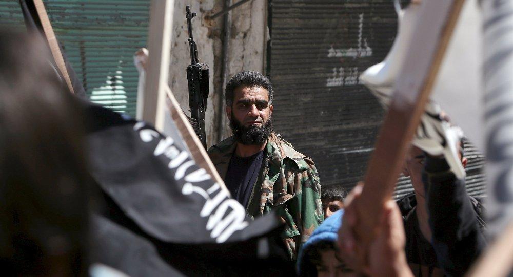 Combattente di Al Nusra in Siria