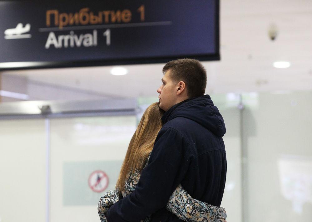 I parenti delle vittime nell'incidente aereo in Egitto all'aeroporto di Pulkovo a San Pietroburgo.