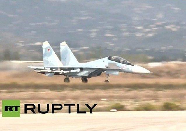 I caccia russi decollano dalla base di Hmeimim a Latakia