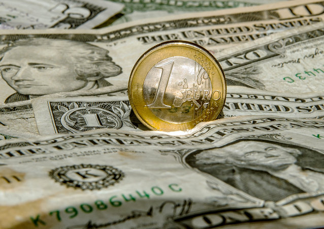 Dollari e un euro